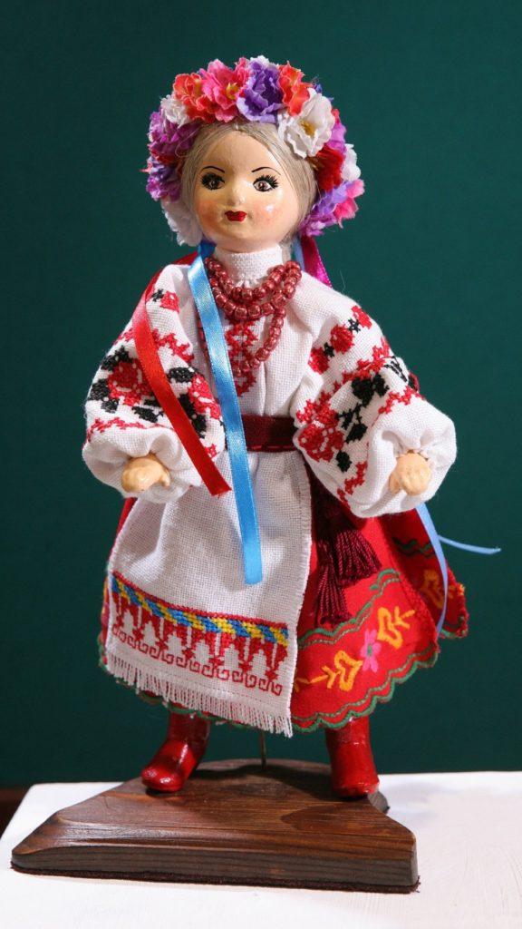 Худ. лялька Васелина (закарпатський нар. костюм)